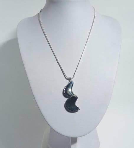 925 Sterling Silver Hand - Crafted Pendant & Chain